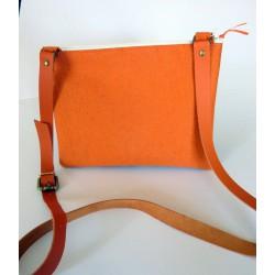dos pochette orange à bandoulière